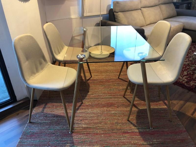 Pack de mesa comedor modelo IENA con cuatro sillas IENA en Gris